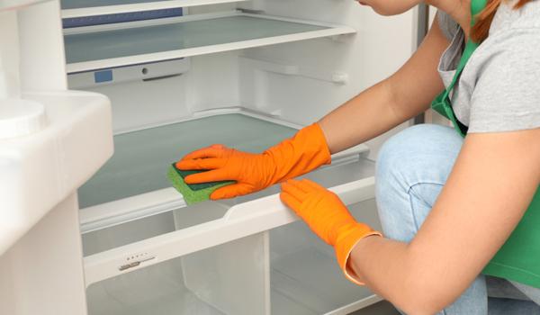 Cara membersihkan kulkas