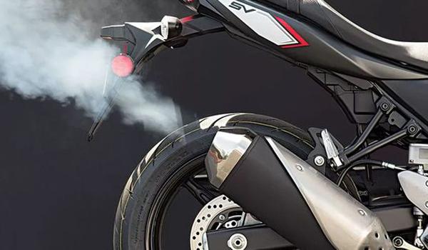 kenalpot motor mengeluarkan asap