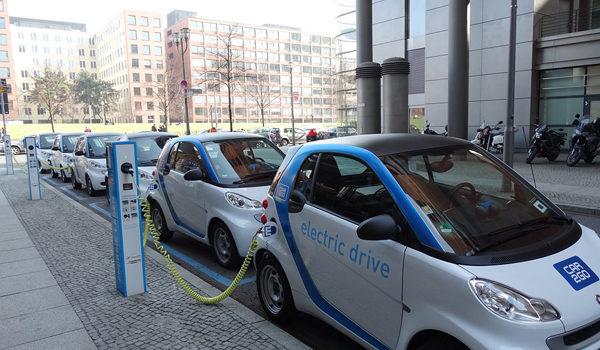 kekurangan mobil listrik