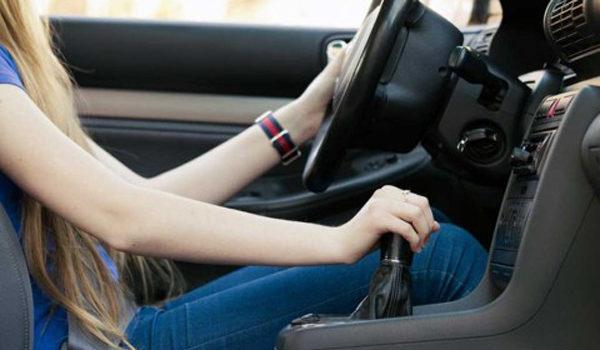 Cara Menjaga Persneling Mobil