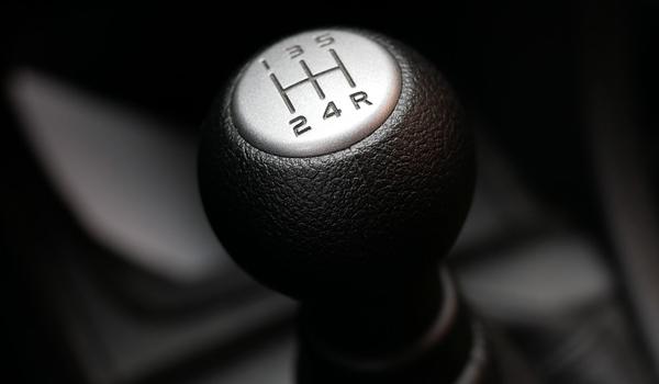 cara menjaga persneling mobil manual