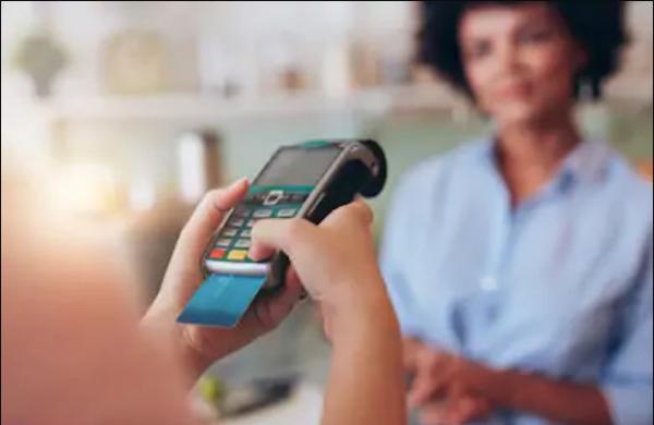 Cara menggunakan kartu debit untuk berbelanja online